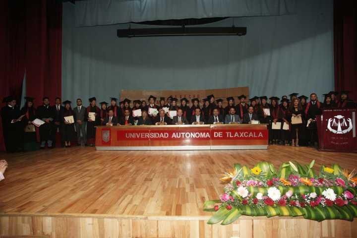 Concluyen en la UATx estudios en Derecho del Campus Teacalco