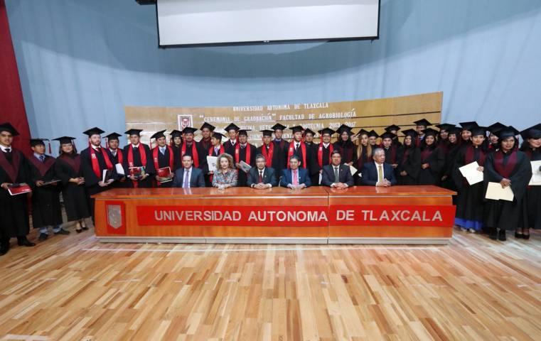Egresó UAT a primera generación de Licenciados en Naturopatía