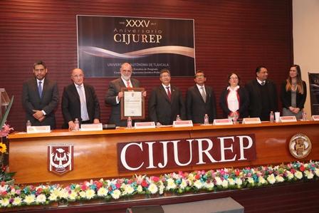 Galardonan al investigador del Cijurep José Luis Soberanes