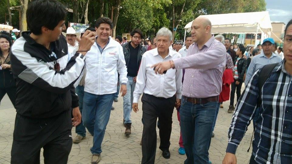 Bajo fuerte dispositivo de seguridad AMLO recorre calles de Huamantla