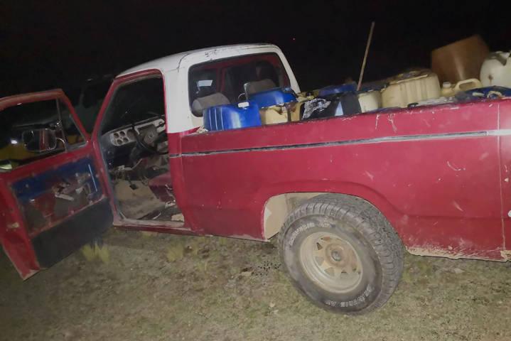 La CES asegura vehículo con combustible ilegal en Calpulalpan