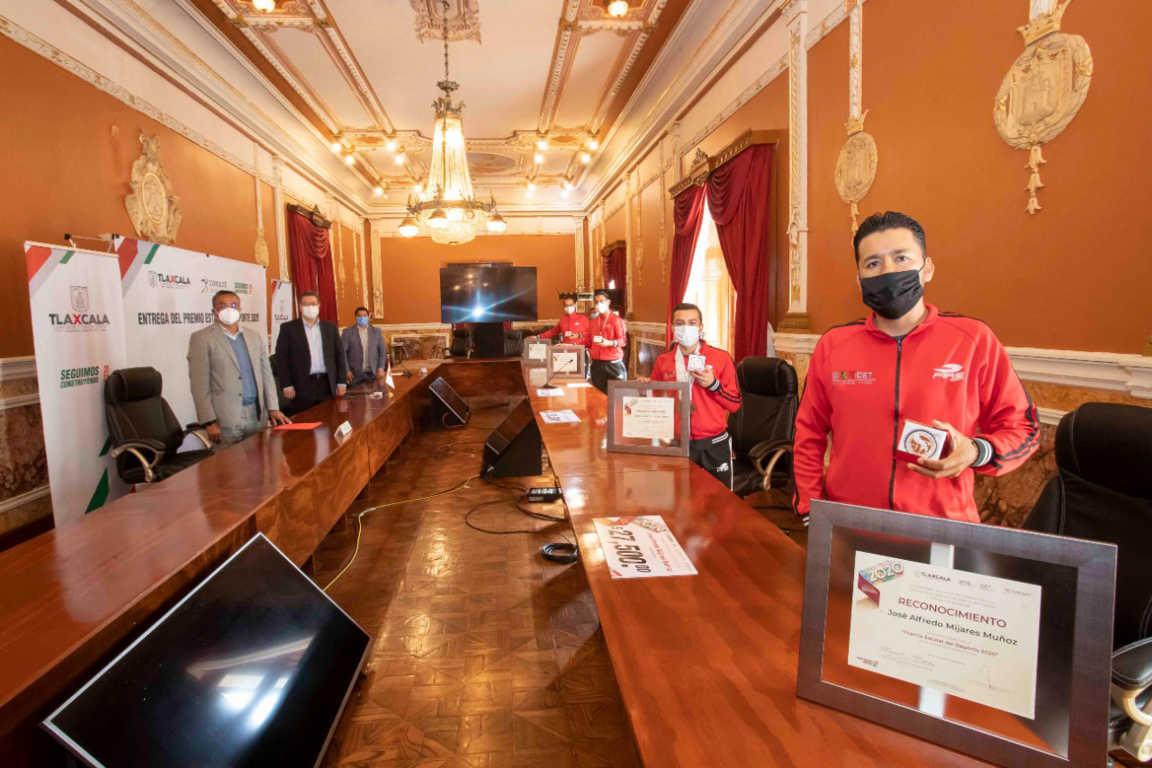 Marco Mena entrega Premio Estatal Del Deporte 2020
