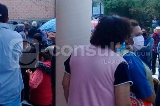 Pobladores de Hueyotlipan retienen a presidente, piden su destitución