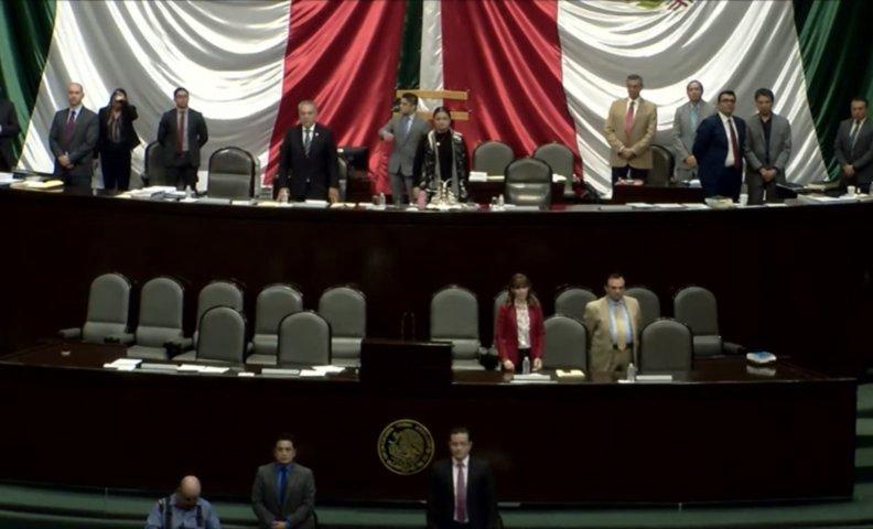Guardan Diputados Federales minuto de silencio en memoria de El Halcón de Huamantla