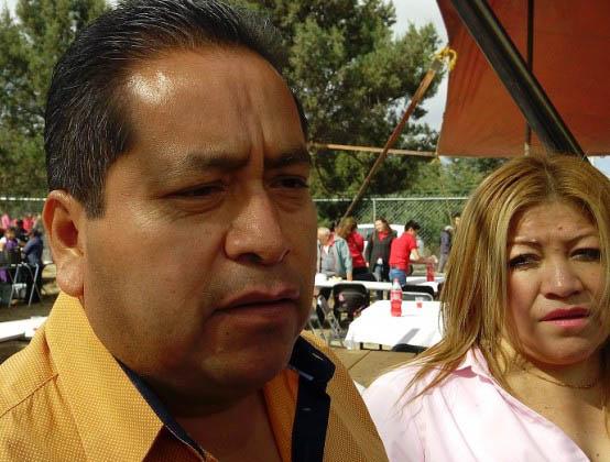 Alcalde de Amaxac va de lambiscón a festejo de Lorena Cuéllar