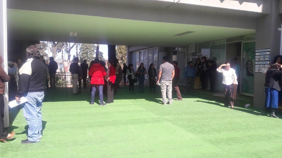 Se manifiestan vs Camacho Higareda pelean bonos y canonjías