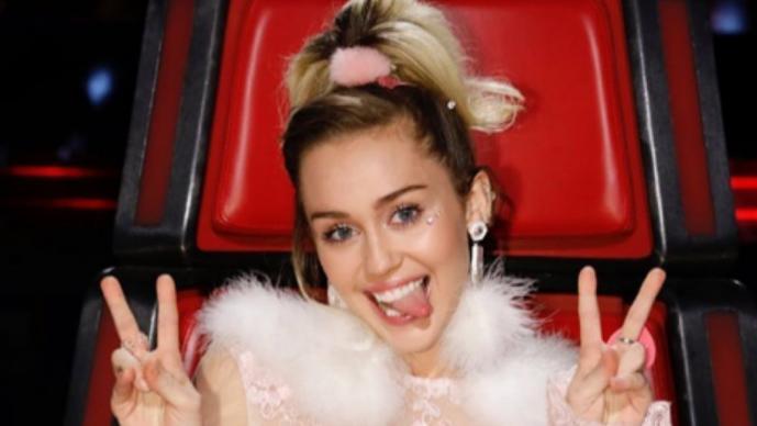 Miley Cyrus se graba fumando marihuana y desata la polémica