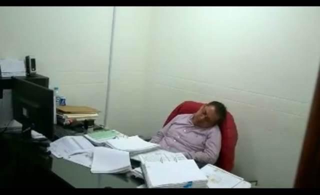 Balconean a director de obras públicas de Tetla tras roncar