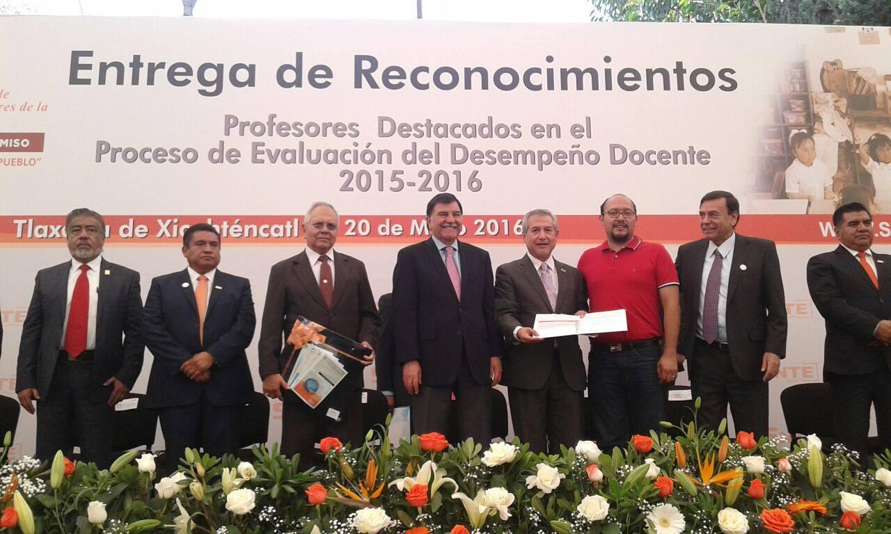 Reconoce SNTE a maestros tlaxcaltecas destacados en evaluación