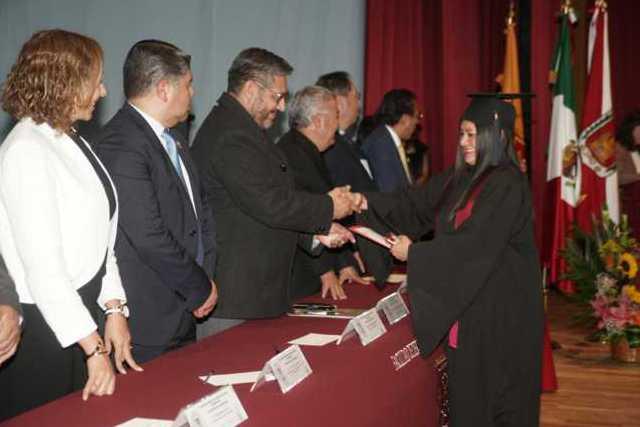Concluyen estudios en la UATx más de 150 Licenciados en Criminología
