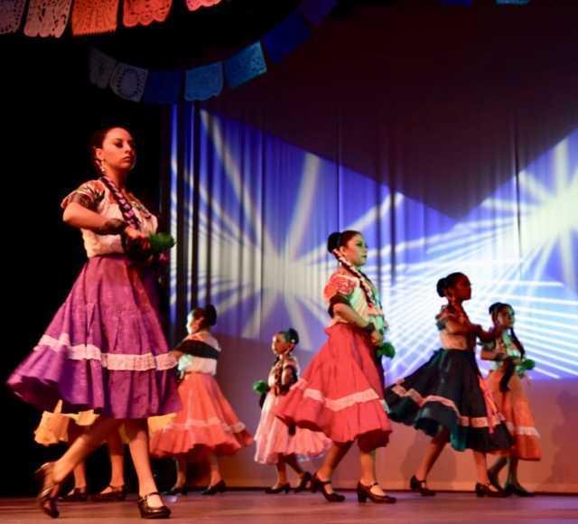 Con respaldo del ITC participan bailarines tlaxcaltecas en festejos patrios de CDMX