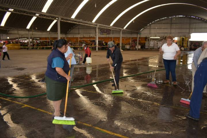Limpian Gobierno y Tianguistas 5,000m2 en Mercado Ignacio Bonilla de Zacatelco