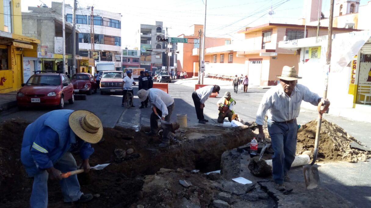 Restringe alcalde servicio de agua potable en Xaloztoc