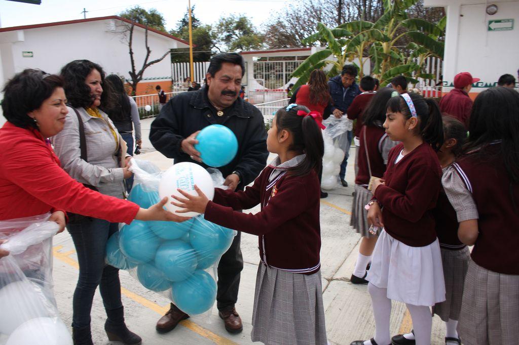 SMDIF Totolac hace entrega de juguetes en instituciones educativas