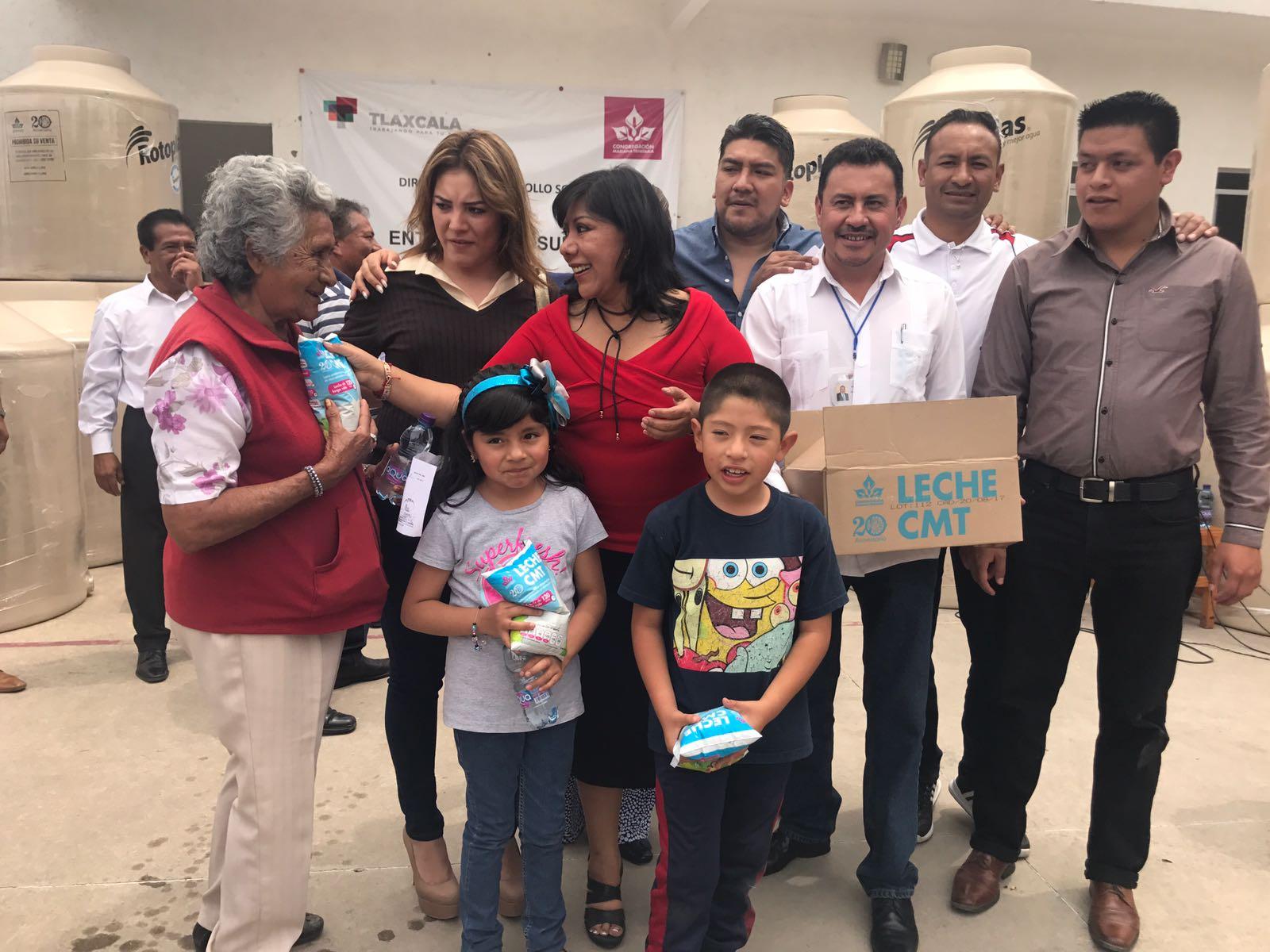 Entrega alcaldesa capitalina apoyos para mejorar condiciones de vida