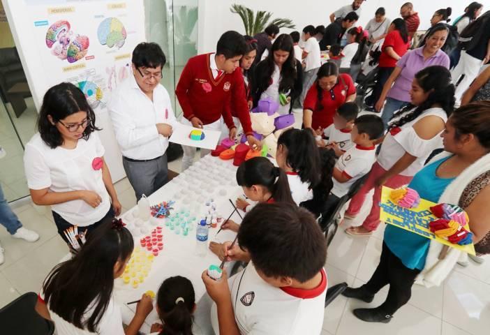 Acerca la UATx el conocimiento del cerebro a estudiantes de todos los niveles