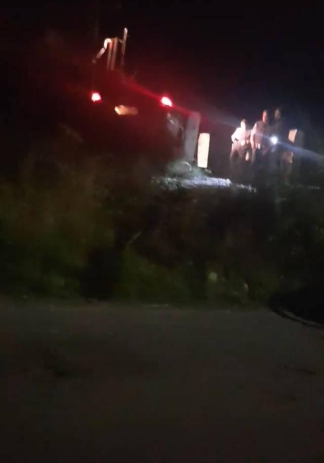 Vehículo es arrastrado por el tren a la altura de la Calzada Apizaquito