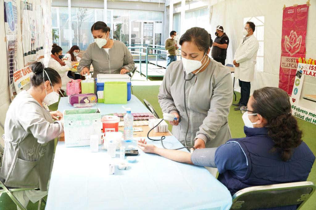 Realizan campaña de vacunación para personal educativo