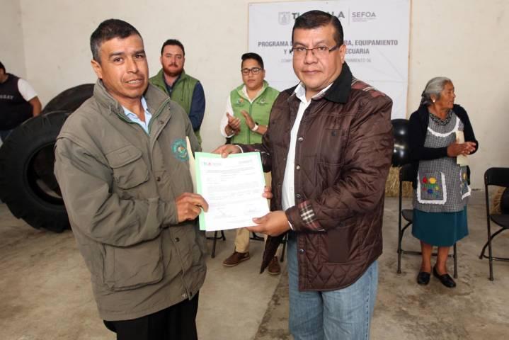 Entrega Sefoa apoyos para la adquisición de llantas para tractor y discos agrícolas