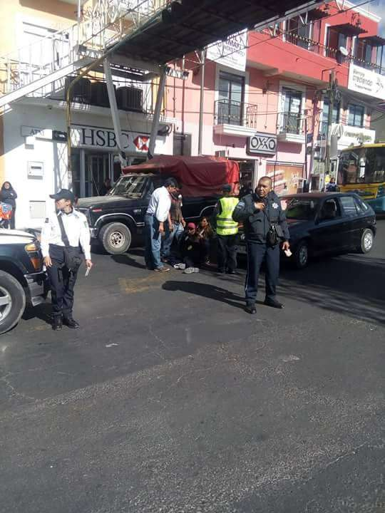 Policía municipal de Zacatelco extorsiona a conductor por atropello