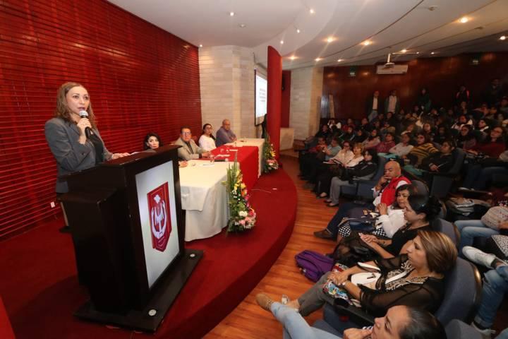 Disertan en la UATx la problemática social de México y Latinoamérica