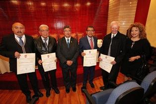 Entregan reconocimientos a fundadores de Centros de Investigación