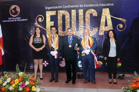 "Galardonan a la UAT con el ""Premio Educa 2017"""