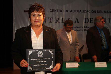 Entrega CAM 133 títulos de licenciatura a docentes de Tlaxcala