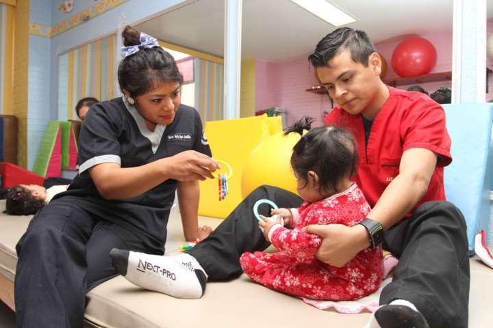 Otorga CRI atención integral a personas con discapacidad