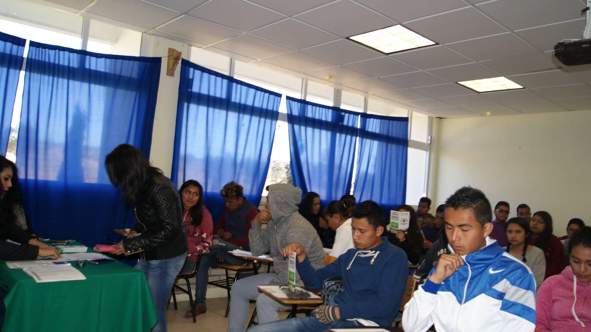 Entrega Gobierno del Estado 119 becas de manutención a alumnos de la Uptrep