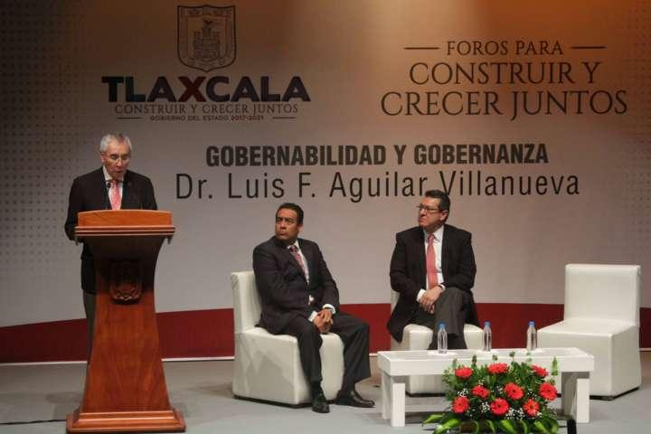 La nueva gobernanza es gobierno con la sociedad: Luis F. Aguilar