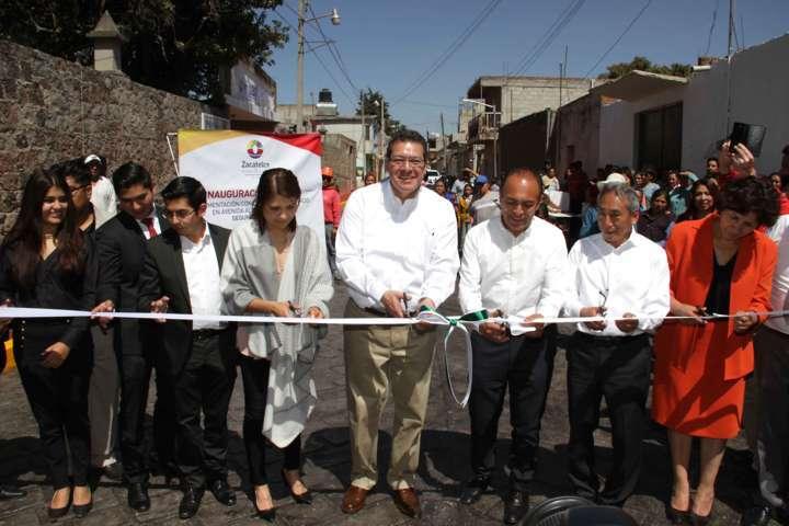 Refrenda Marco Mena trabajo con municipios de Tlaxcala