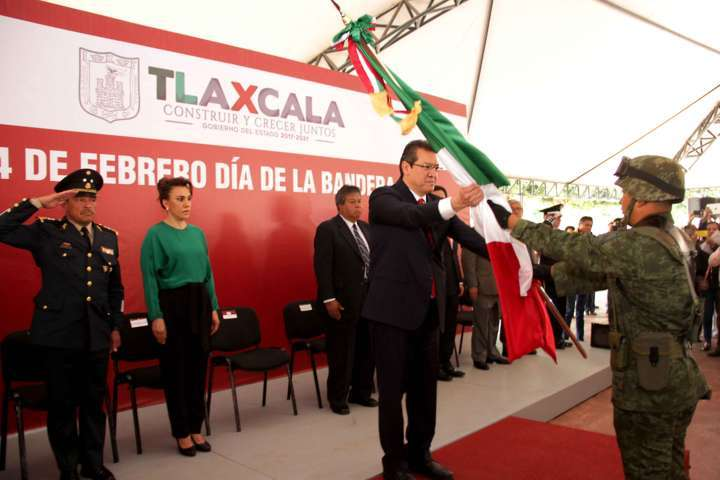 Encabeza Marco Mena ceremonia por el Día de la Bandera Nacional | e ...