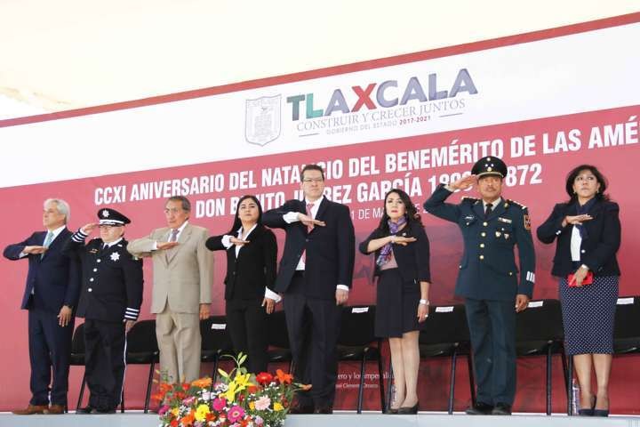 Encabeza Marco Mena ceremonia por el CCXI Aniversario del Natalicio de Benito Juárez
