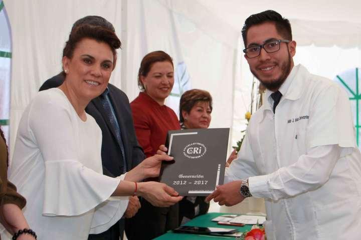 Encabeza Sandra Chávez graduación de la escuela de terapia del CRI