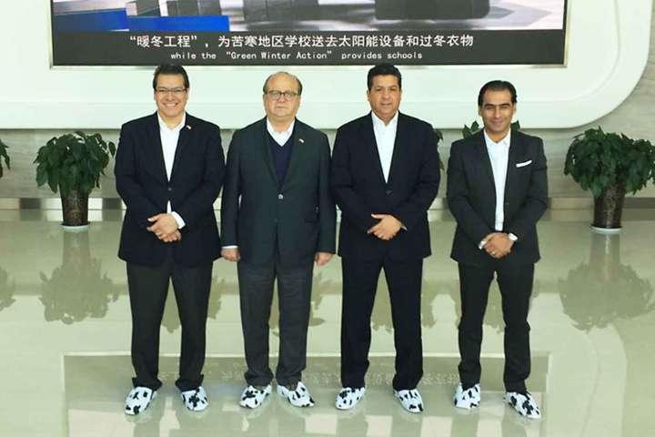 Visita Marco Mena empresa New Hope Dairy en China