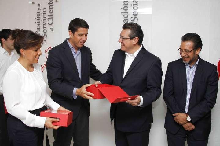 Marco Mena asiste al 35 Aniversario de Coca Cola Femsa