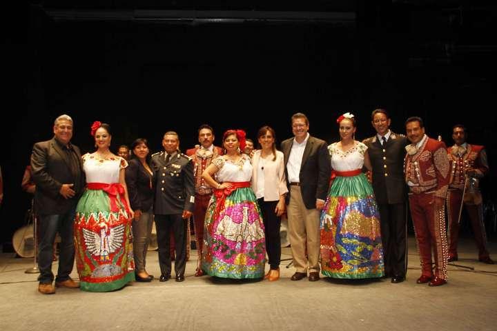 Asiste Marco Mena a concierto de la Orquesta Sinfónica de la Sedena