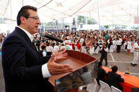 Festeja Marco Mena a maestros de la Sección 31 del SNTE