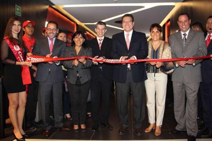 Inaugura Marco Mena salas de Cinemex Tlaxcala