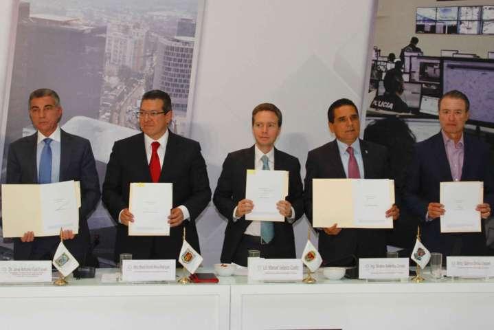 Signan Marco Mena, Conago y Gobierno Federal convenio para protección a periodistas