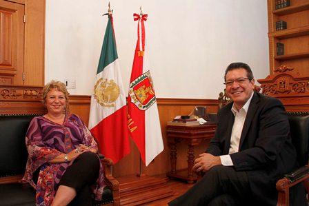 Sostiene encuentro Marco Mena con representante de la OPS