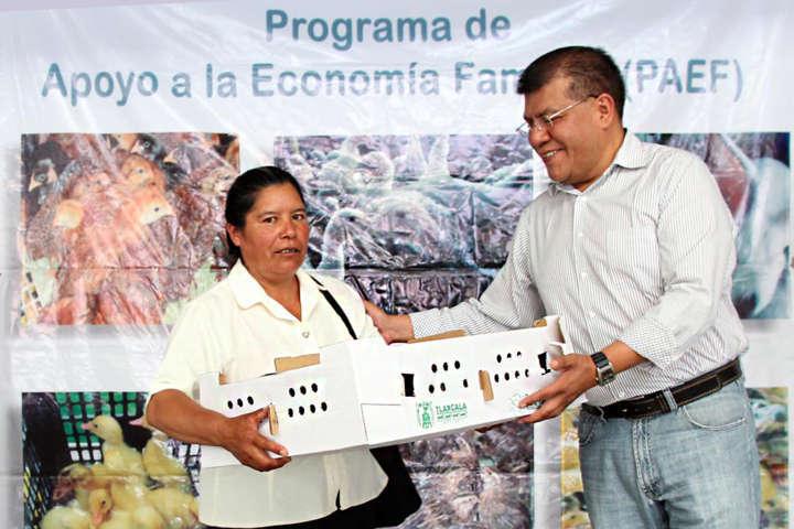 Entrega Sefoa 150 paquetes de aves a familias de Huamantla