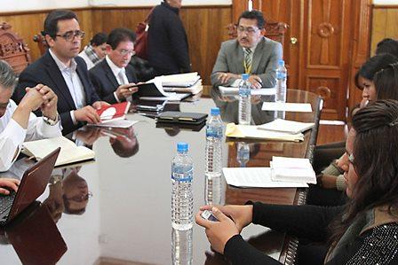 Instalan mesa de diálogo entre SEPE y normalistas de Panotla