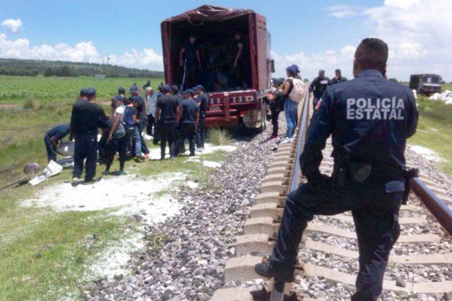 Atracan al tren y roban 88 mil kilogramos de polietileno en límites de Tlaxcala y Puebla
