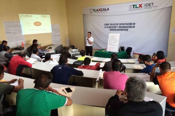 Capacita IDET a directores municipales del deporte