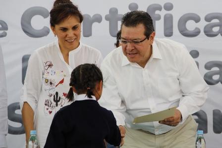 """Reciben certificados alumnos del albergue """"Los Niños de Todos"""""""