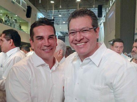Asiste Marco Mena a Informa de gobernador de Campeche