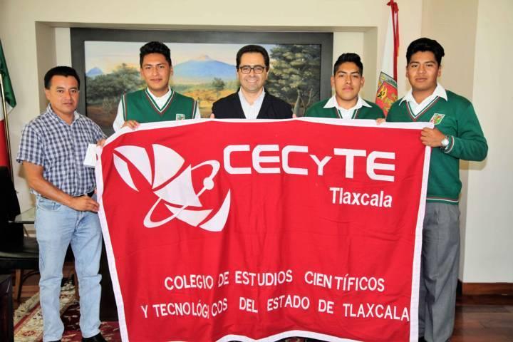 Felicita MCH a jóvenes del Cecyte que participaron en evento internacional
