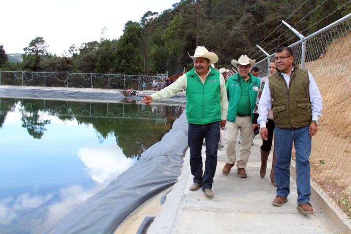 Con inversión federal y estatal, inauguran olla de captación de agua en Emiliano Zapata